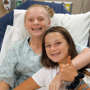 Elise and her friend Laura in the hospital.